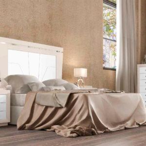 Dormitorio Matrimonio moderno con cabecero y mesitas estilo colonial