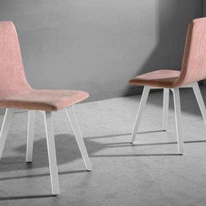 Silla estilo industrial con patas de madera en color blanco tapidaza en rosa Muebles Trimobel Getafe